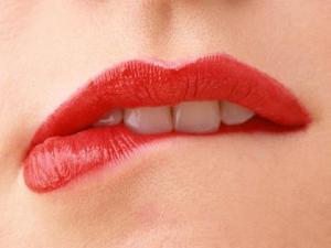 Bibir merah merona membuat Awet Muda